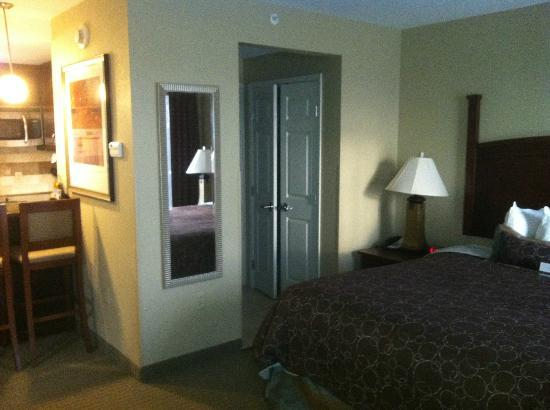 Staybridge Suites Columbia: facing the restroom and closet from rear of room