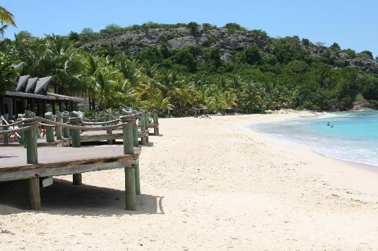 Galley Bay Resort: Beach outside Seagrape.