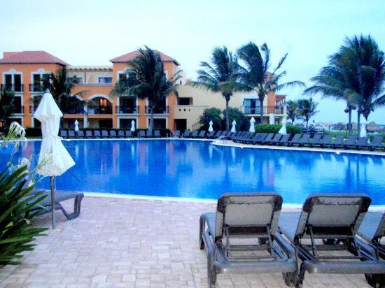 "Ocean Coral & Turquesa: ""quiet"" pool"