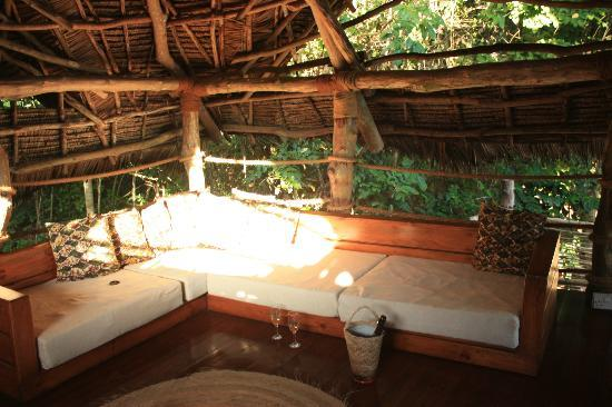 Fundu Lagoon: Upstairs in the Suite's lounge