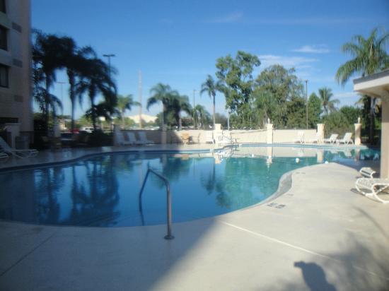 هوليداي إن بورت سانت لوسي: Another pool view.