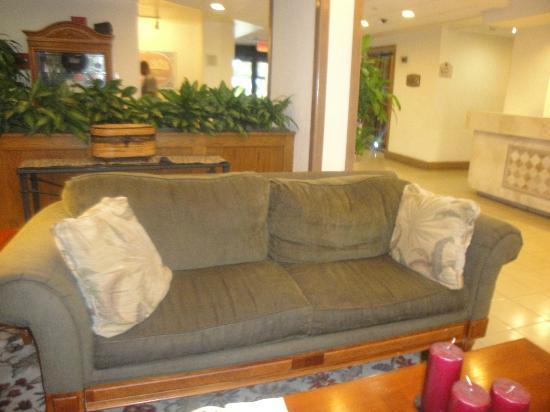 Holiday Inn Port St. Lucie: Another worn sofa!