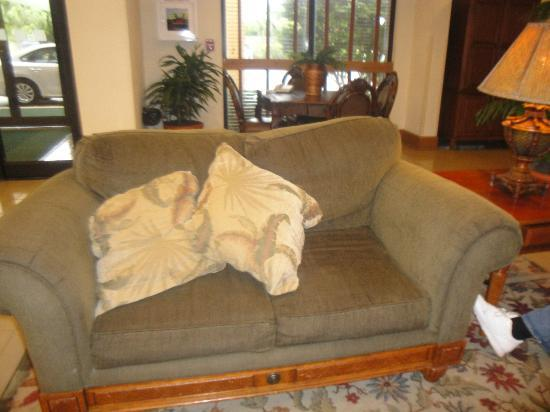 Holiday Inn Port St. Lucie: Another worn sofa!!