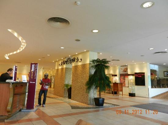 Mercure Budapest Buda: the lobby