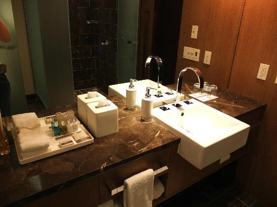 Loden Hotel: Sink area