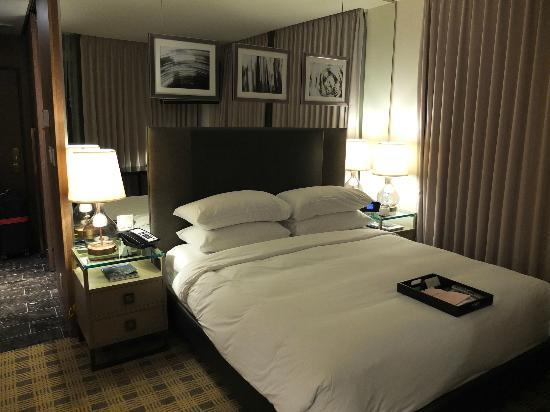 Loden Hotel: King Size Bed