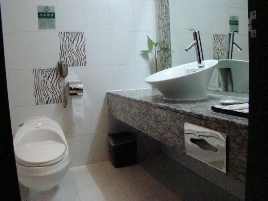 Tangrenjie Hotel: Photo 1: Bathroom