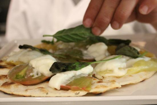 Market Place Kitchen and Bar: Heirloom tomato and Mozzarella flatbread