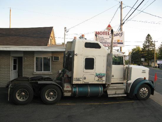Motel Tracy: Bienvenue au Camioneurs et Chauffeur de Bus