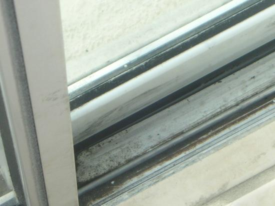 Silver Villas: Patio doors to pool area filthy