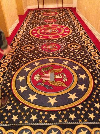 Wyndham Gettysburg: Hallway carpet