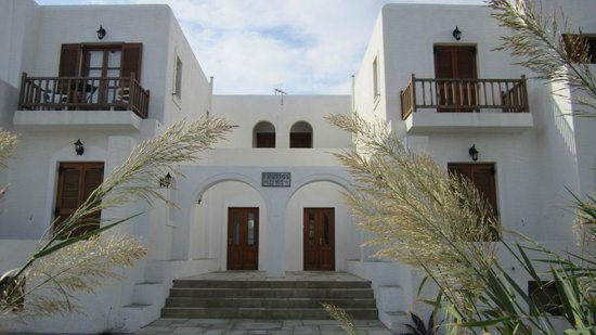 Roussos Beach Hotel: The entrance