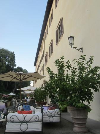 Four Seasons Hotel Firenze: Garden and breakfast area