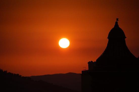 Sonnenuntergang über der Westterrasse - Picture of B&B Terrazze di ...