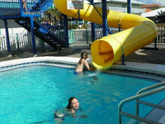The Sandpiper Beacon Beach Resort: SO MUCH FUN
