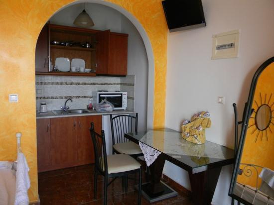 Nectarios Villa : Kitchen