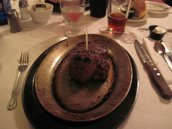Cassie's Supper Club: Filet mignon fumante