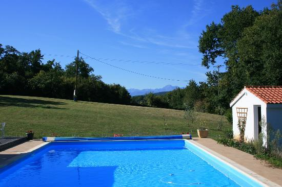 Le Froment : Pool and the mountains