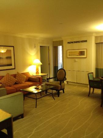 The Fairmont Dallas: Suite Living/Dining Area