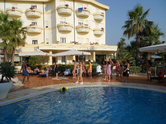 Ricadi, Italien: piscina esterna