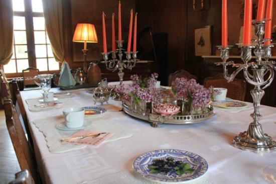 Chateau d'Hodebert: Salle à manger / petit déjeuner