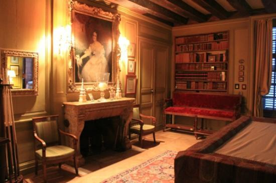 Chateau d'Hodebert: Billard / Bibliothèque