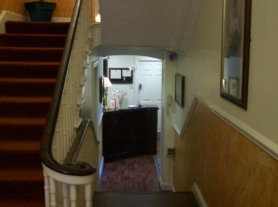 Anchor House Dublin: Check In area with secure luggage storage in office area behind check in