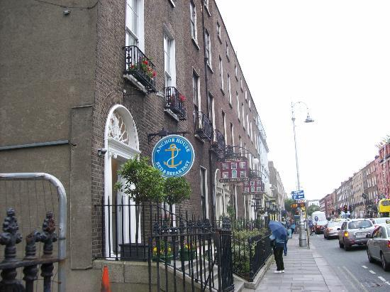 Anchor House Dublin: Looking north On Lower Gardiner Street from Anchor House