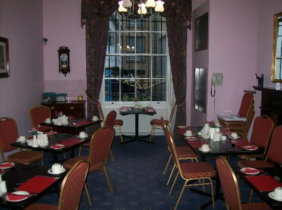 Anchor House Dublin: View from Parlor to Dining area