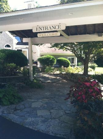 Abbey's Lantern Hill Inn: Beautiful Abbey's Entrance