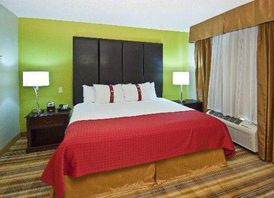 Holiday Inn Vicksburg: OUR SPACIOUS ROOMS ARE CLEAN AND COMFORTABLE