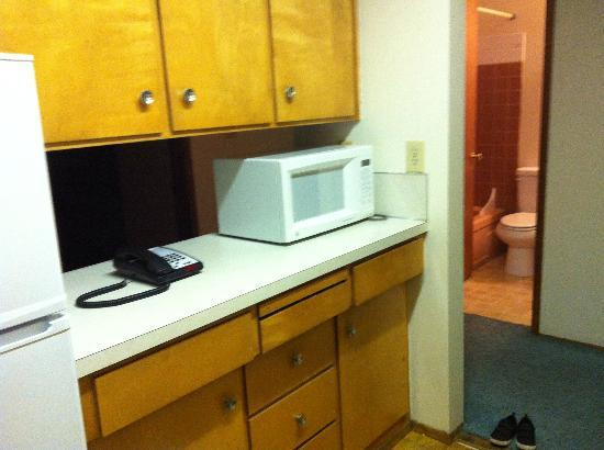 University Motel Suites: kitchen right side (bathroom in back)