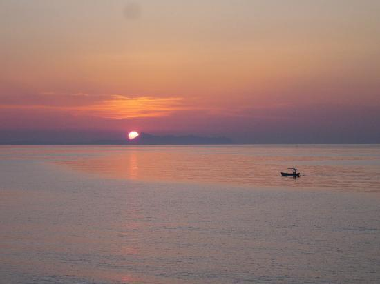 Thalassi Hotel-Apts: Sunset taken from the beach restaurant.