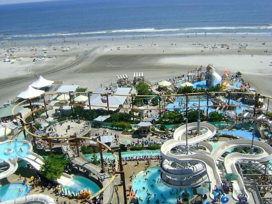 Morey's Piers and Beachfront Water Parks: Raging Waters water park