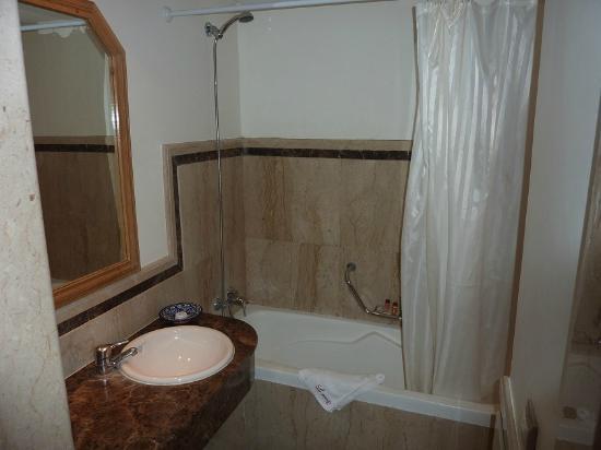 Le Zenith Hotel & Spa: salle de bain