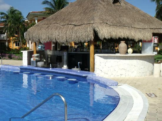 ‪‪Ocean Maya Royale‬: Pool bar
