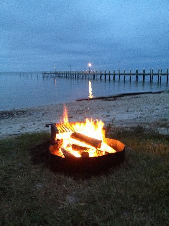 Cherrystone Family Camping Resort: nightly fire