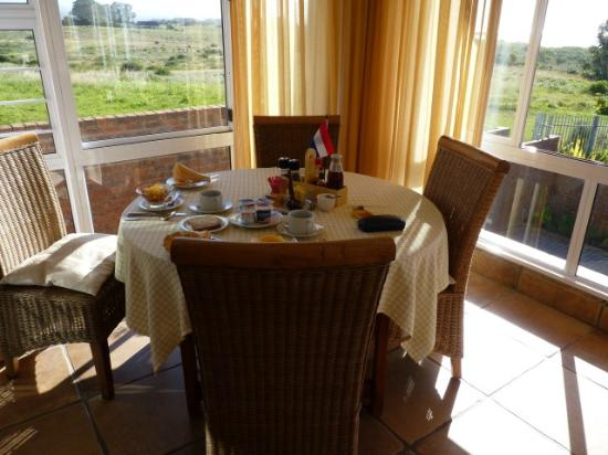 Thanda Vista: At breakfast