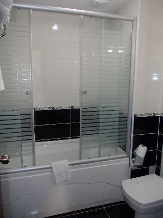 Basileus Otel: Bathroom