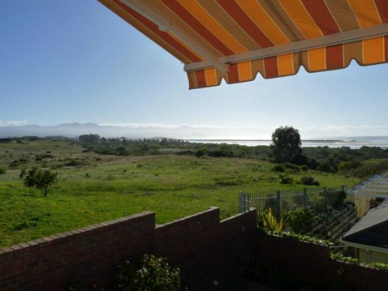 Thanda Vista Bed and Breakfast: The view at breakfast