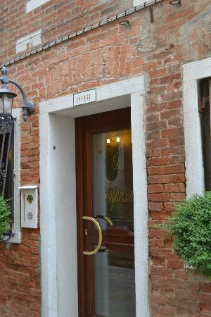 Hotel Ca' Dogaressa: Front door