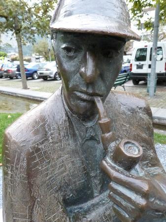 Hotel Victoria: Sherlock Holmes statue