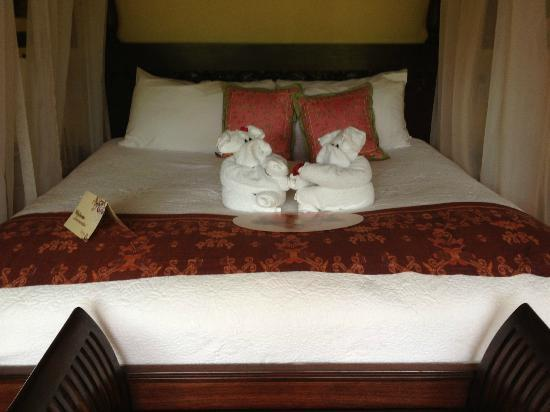 Nayara Hotel, Spa & Gardens: Comfortable Bed
