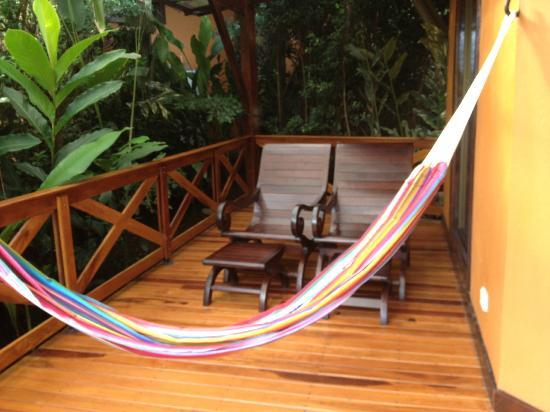 Nayara Resort Spa & Gardens: Deck with hammock, chairs and tub on other side