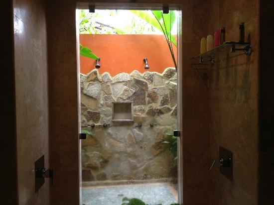 Nayara Resort Spa & Gardens: outdoor shower