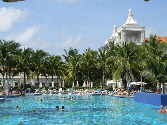 Hotel Riu Palace Riviera Maya: desarrollo piscinas palya etc. Excelente