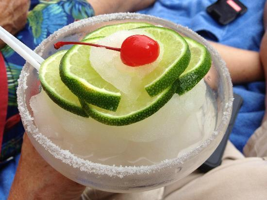 Nayara Hotel, Spa & Gardens: Wonderful margaritas poolside