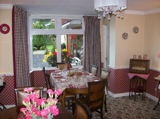 Dunromin B&B: Perfect setting for Breakfast with 2 other couples