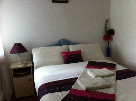 Kingdom House: Double bedroom