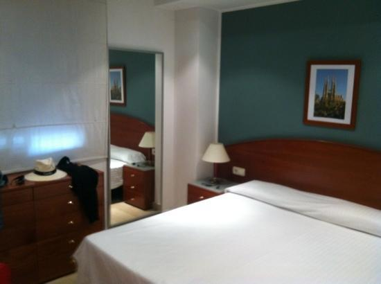 Aparthotel Napols: Schlafzimmer
